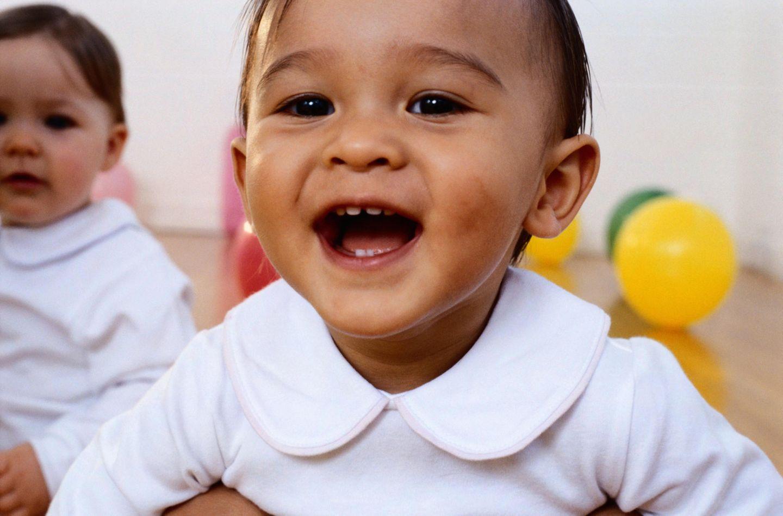 Baby mit Zähnchen
