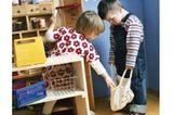 """Max und Linnea spielen gerne miteinander - hier zum Beispiel """"Einkaufen"""". Später ..."""