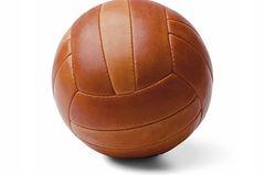"""Geschenke zur Konfirmation: Lederfußball von """"Manufactum"""""""