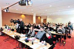 Großes Medienaufgebot herrschte bei der Pressekonferenz in Berlin zur ...