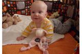 Hannah mit 9 Monaten
