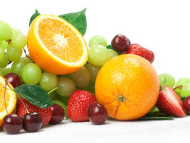 Erdbeeren, Kirschen, Trauben und Orangen enthalten Folsäure