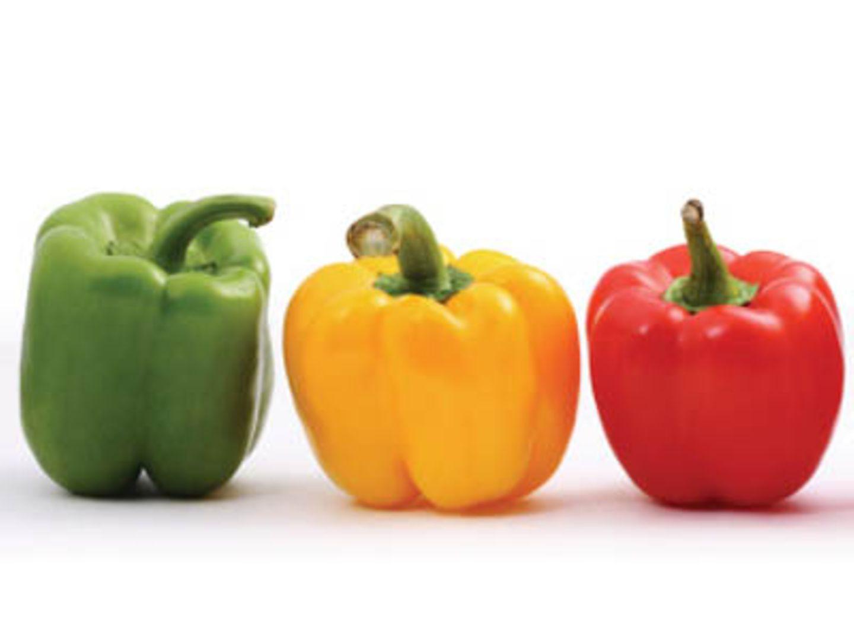 Grünes, gelbes und rotes Gemüse enthält Vitamin C