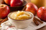 Schüssel selbst gekochtes Apfelmus