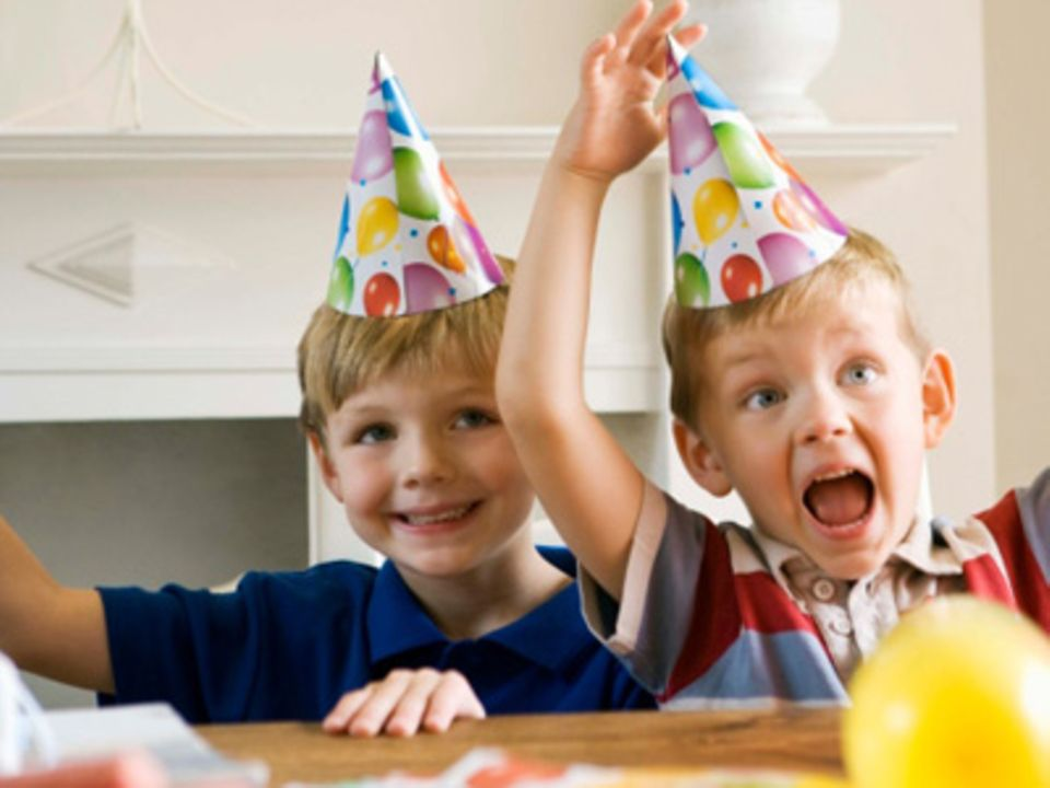 Spiele zum Geburtstag: So kannst du eure kleinen Gäste unterhalten