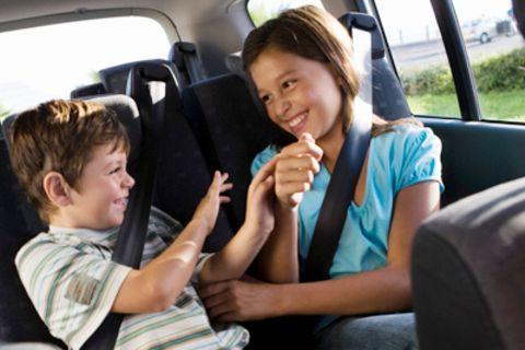 """Erziehung im Auto: """"Mamaaa! Leo hat aus MEINEM Fenster geguckt!"""""""