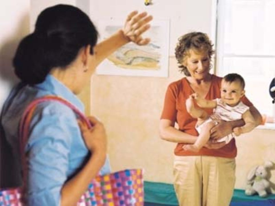 Großeltern: Trendcheck: Wie oft passen Oma und Opa aufs Kind auf?