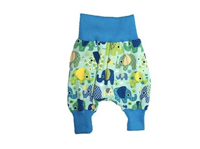 Wer's bunt mag, liegt mit diesen witzigen Pumphosen voll im Trend! Sie sind unheimlich gemütlich und bieten den Babys jeden Freiraum, den sie brauchen.   Preis: ab 19.90€ *   Shop: Blau: Amazon *    Pink: Amazon *