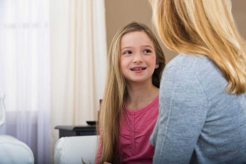 Aufklärungsgespräch zwischen Mutter und Tochter