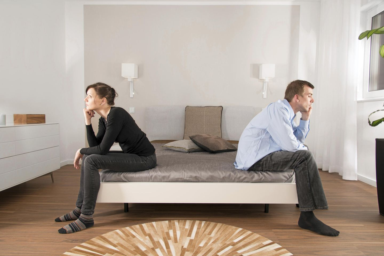 Paar lässt sich scheiden