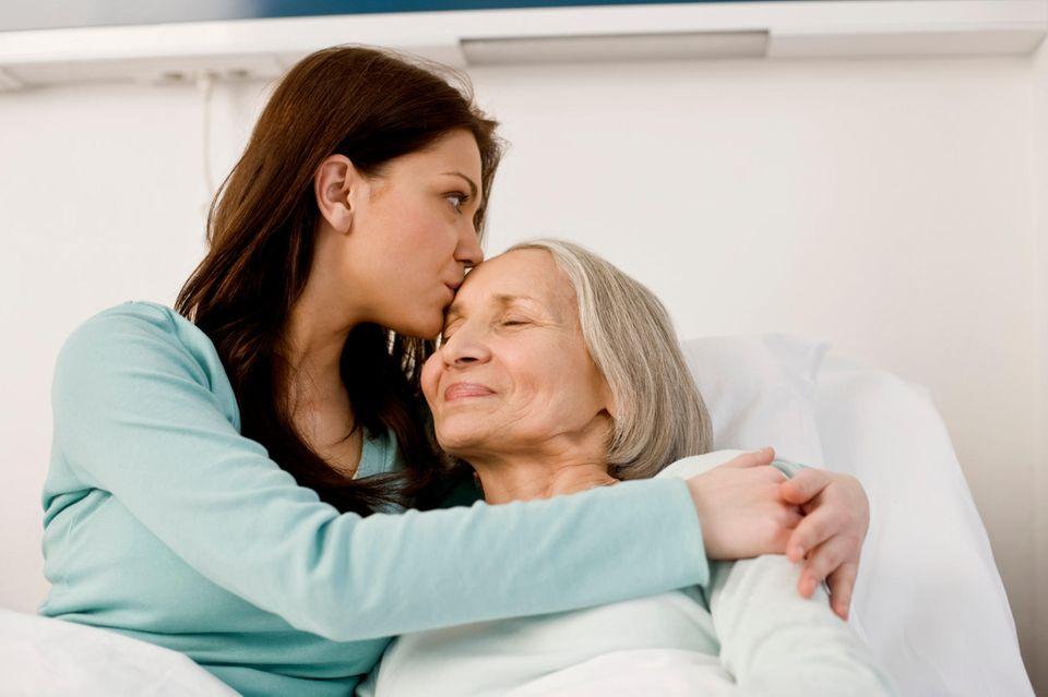 Private Pflegeversicherung : Selber für die Pflege vorsorgen entlastet später die Kinder