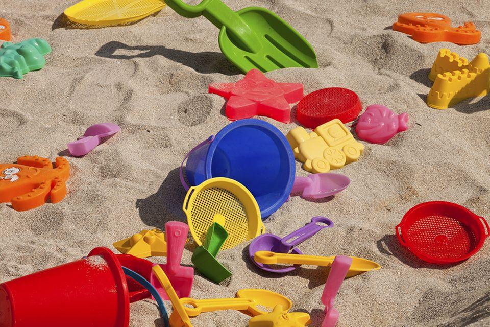 Spielvergnügen: Sandspielzeug für den Sandkasten