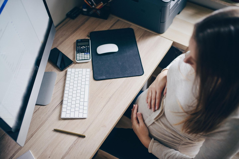 Schwanger: Wann soll ich meinen Arbeitgeber über die Schwangerschaft informieren?