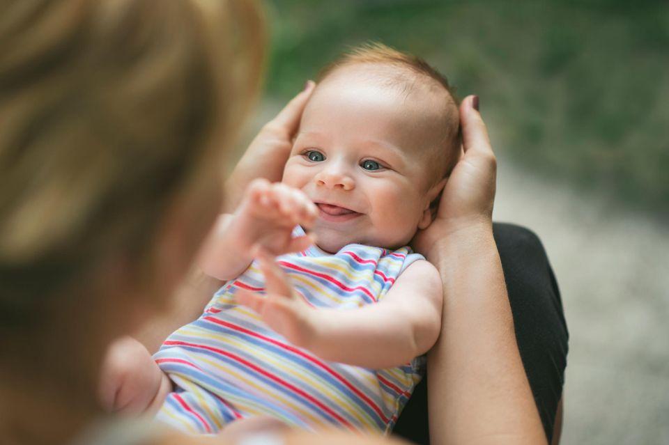 Baby-Entwicklung: So wächst und entwickelt sich ein Baby in den ersten drei Monaten