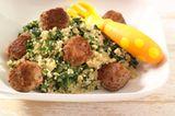 Spinat-Couscous mit Maroni- Wurst-Bällchen