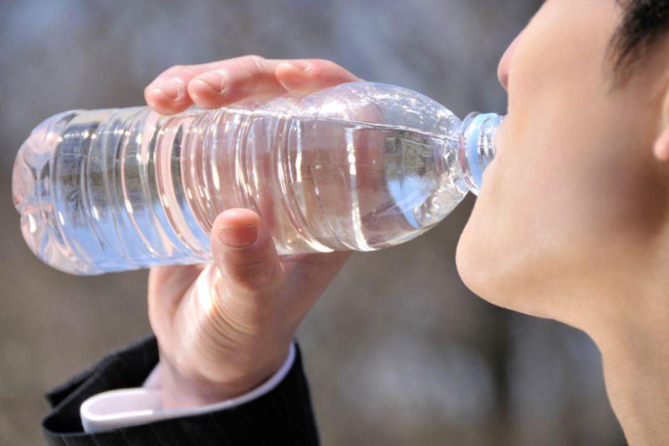 Gefahr aus der Plastikflasche
