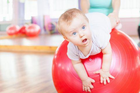 So kommen Babys in Bewegung