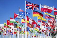 Du hast Dich für ein Reiseziel entschieden? Das jeweilige Konsulat gibt Dir Auskunft darüber, ob es für Schwangere bestimmte Einreisebestimmungen gibt. Dies ist z.B. in den USA, Malaysia oder in Singapur der Fall.