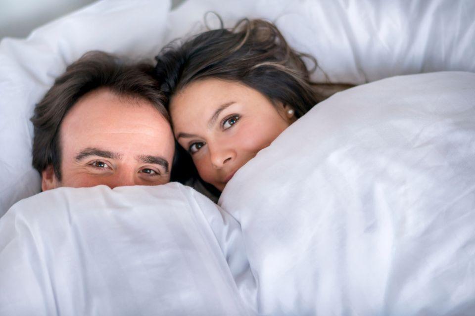 Kinderwunsch Paar im Bett