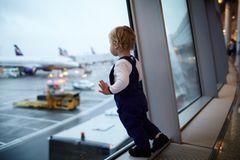 Flugreisen mit Kleinkind: Versuch keinen Stress aufkommen zu lassen