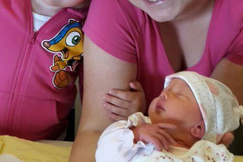 Virginia mit beiden Töchtern