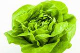 Kopfsalat ist ein perfekter Lieferant für Vitamin C, Vitamin E, Eisen, Magnesium und Folsäure. Das beste daran: Er kann gleich mit einer ganzen Reihe anderer gesunder Gemüsesorten kombiniert werden.