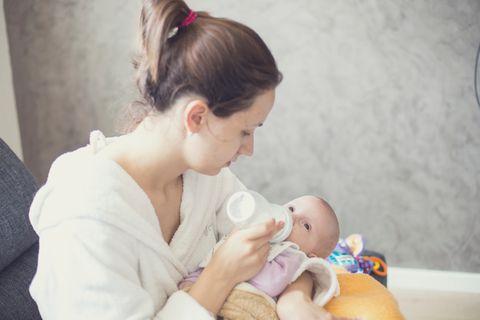 Fläschchen machen: So bereitest Du die Babyflasche mit Milchpulver richtig zu