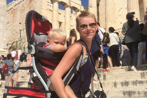 Mami bloggt: Akropolis mit Kind auf dem Rücken