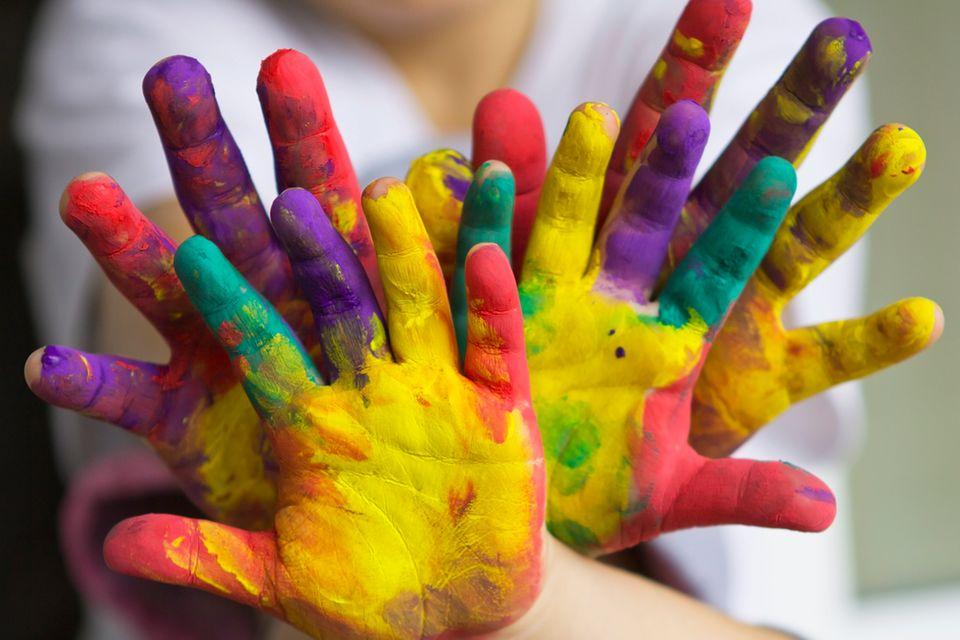 Fingerfarben: Pitsch, patsch - hier sind kleine Künstler am Werk