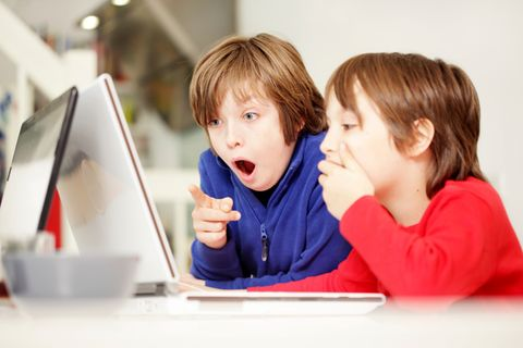 Soziale Netzwerke: 8 Kinderfotos, die Du niemals online posten solltest!