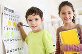 Kinder mit Kalender