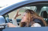 """""""Verdammte Mistkacke, wer hat dich denn auf die Straße gelassen, du dämlicher Vollidiot!   Meine Fresse, jetzt trag doch deine Karre, wenn du zu blöd bist zum Fahren!"""" - Na, kommt Euch das auch bekannt vor?      Egal ob alleine im Auto oder zu Hause: Fluchen ist menschlich und muss als Blitzableiter einfach mal sein. Ist so - eine gepflegte Dosis Pöbeln erleichtert den Tag ungemein!"""
