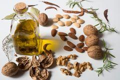 Nüsse und Öle