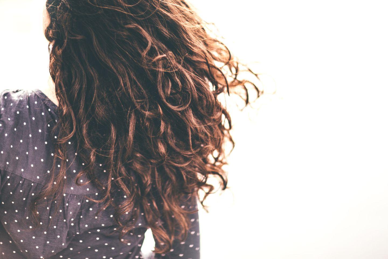 Lockige Haare