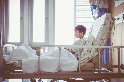 Krankes Kind: Nach der OP gleich wieder nach Hause?