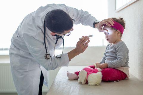 Vergiftung: Gift-Notfall: Fünf Fehler, mit denen Eltern ihr Kind gefährden