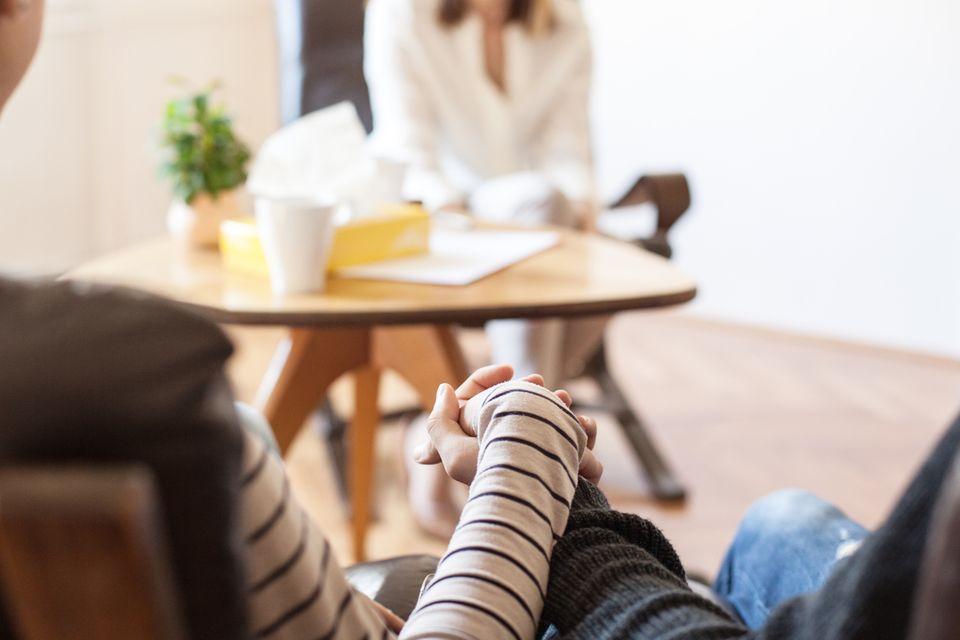 Paar im Gespräch mit Ärztin