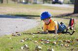 Kind ist mit Fahrrad gestürzt