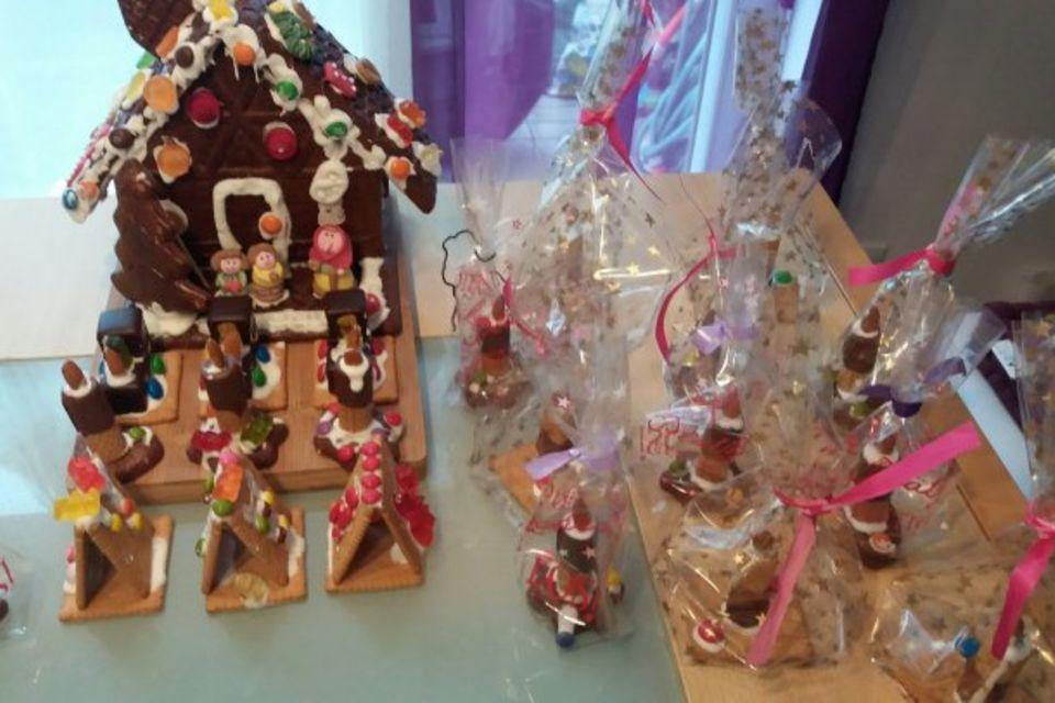 Mamablog Mama Michi: Essbare Deko: Lebkuchenhäuser, süße Züge, Schneemänner und essbare Kerzen
