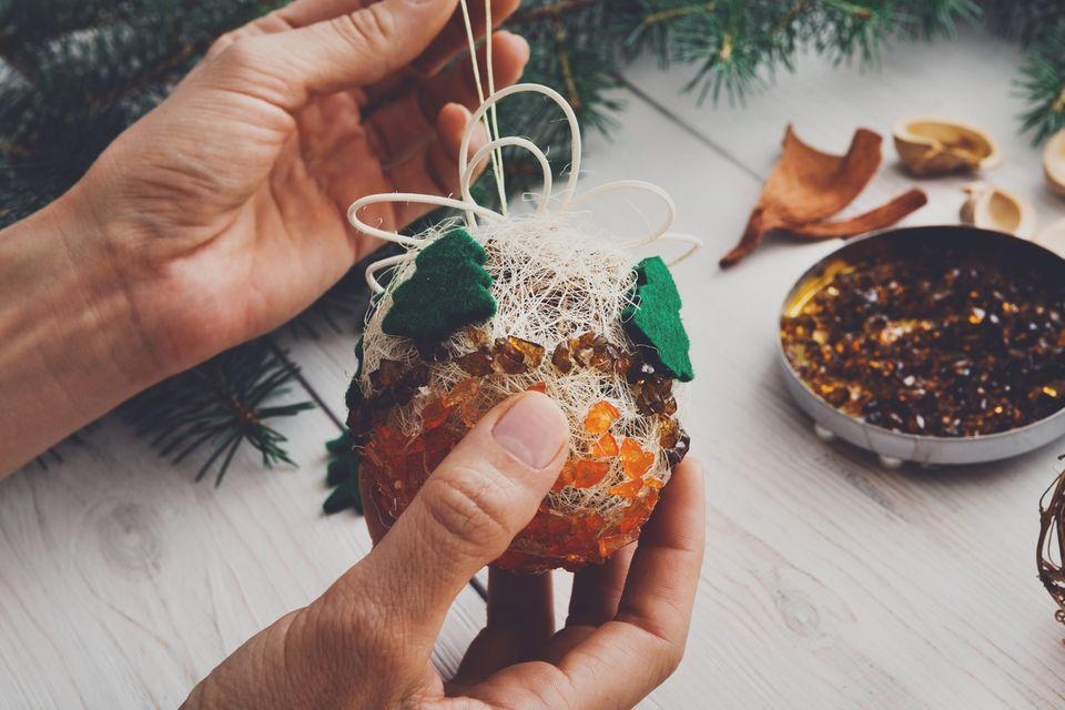 Mumslife: Weihnachtszapfen mit Kindern basteln