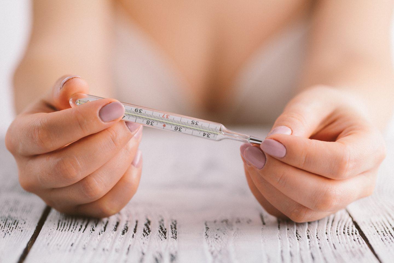 Kinderwunsch: Basaltemperatur: So hilft dir die Temperaturmethode, schwanger zu werden