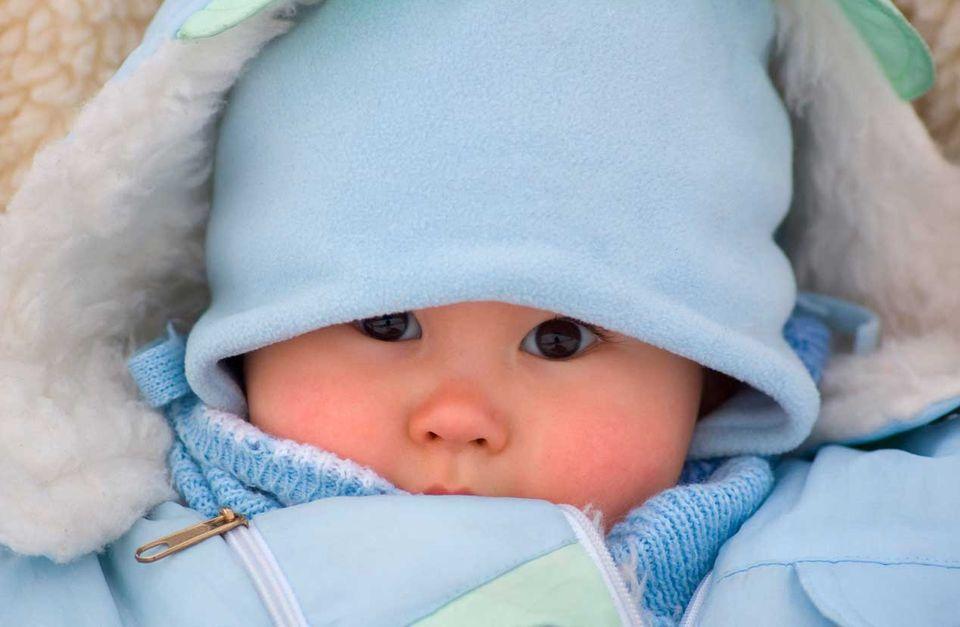 Babybekleidung: Babys vor Kälte schützen