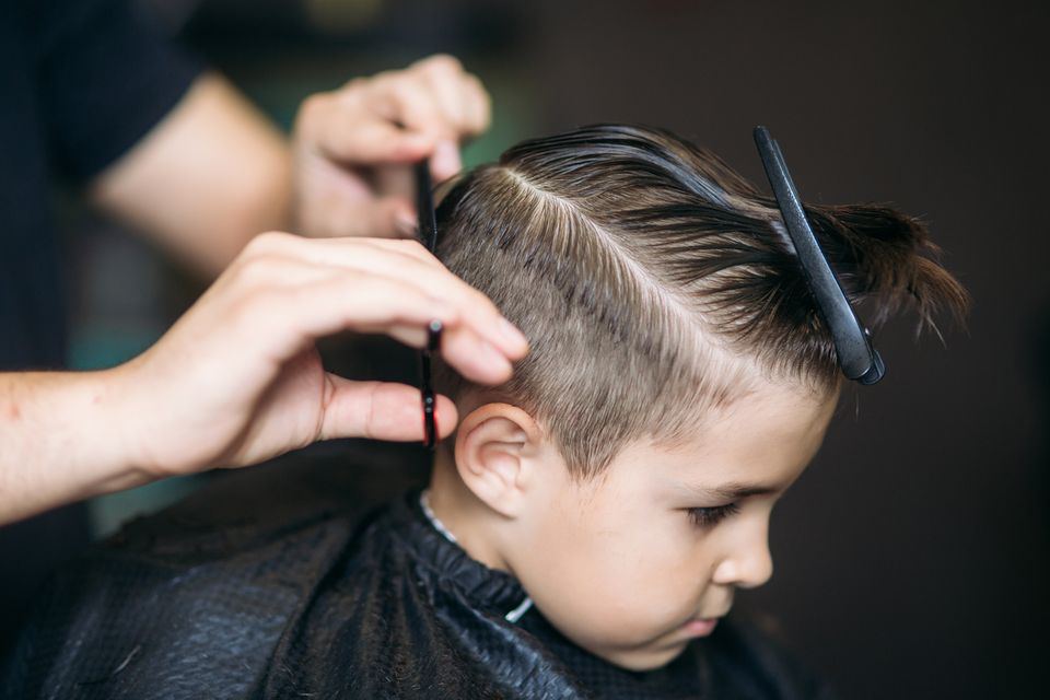 Haare schneiden: Haarzwerge beim Friseur