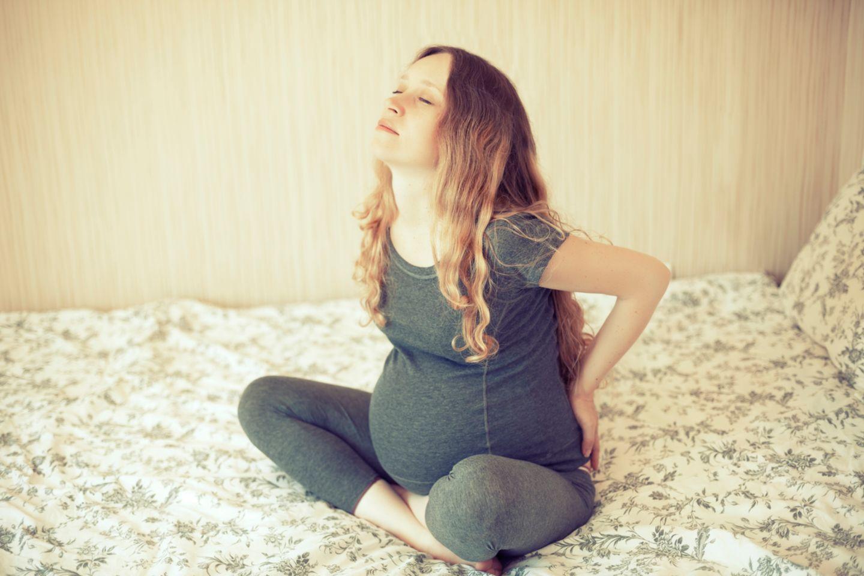 Schwangere meditiert
