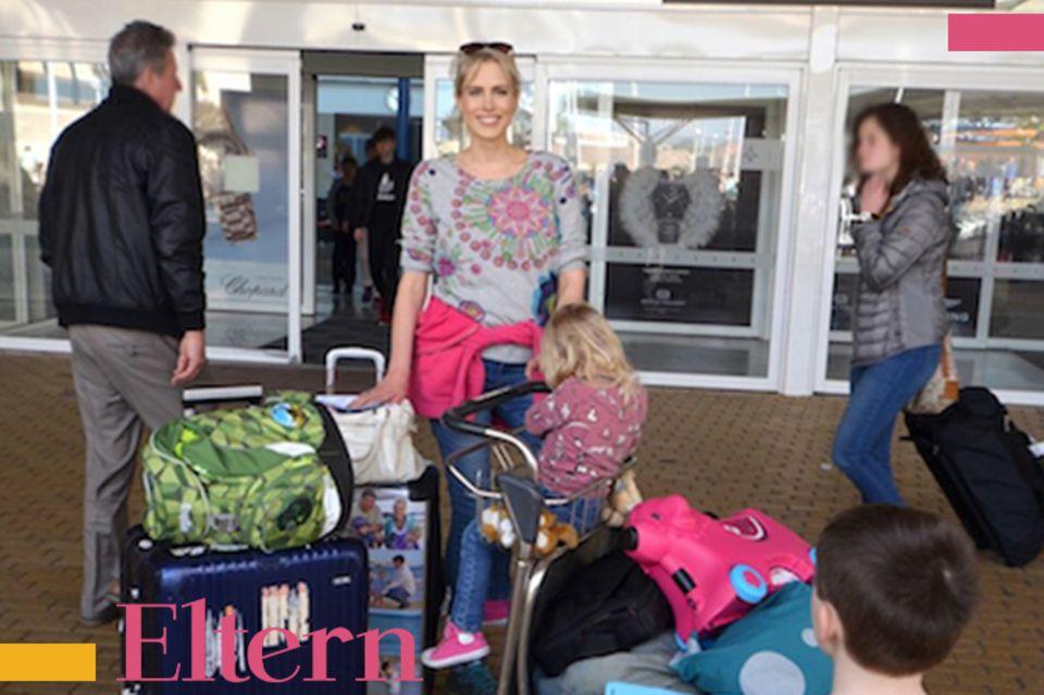 model und Mama, Flughafen
