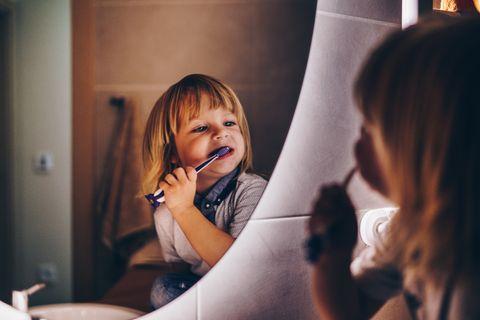 Kinderzähne: Milchzähne: So trickst du deinen Putzmuffel aus