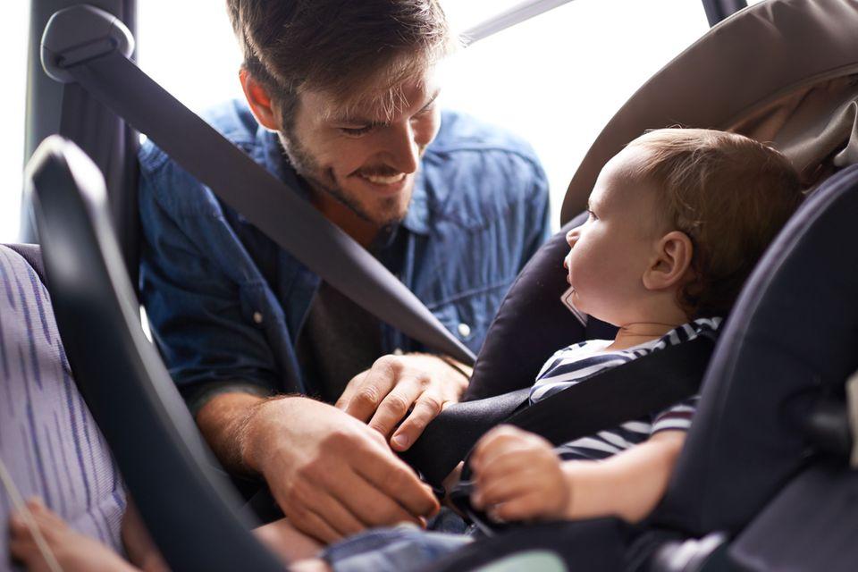 Autokindersitze: Kindersitze fürs Auto: Worauf Eltern beim Kauf achten müssen