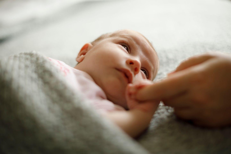 Alle 52 Lebenswochen im Überblick: Der ELTERN Babyentwicklungs-Kalender fürs 1. Lebensjahr