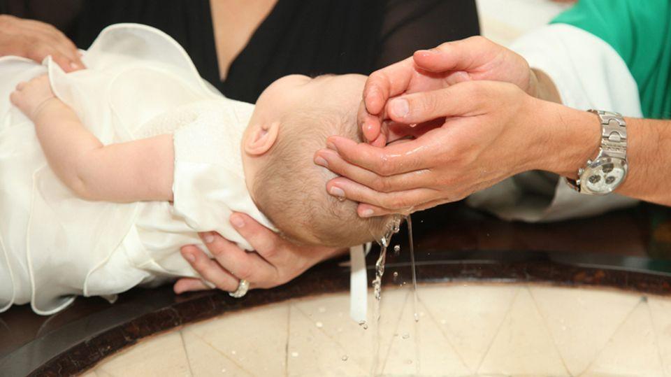 Fürbitten zur Taufe: Die 30 schönsten Tauffürbitten