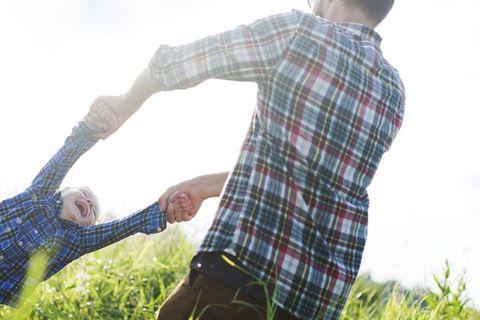 Unfallgefahr: Ausgerenkter Arm bei Kleinkindern: Engelchen, flieg vorsichtig!